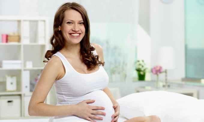 Можно ли отбеливать зубы во время беременности и при грудном вскармливании