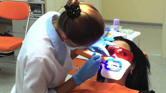 ламповое отбеливание зубов