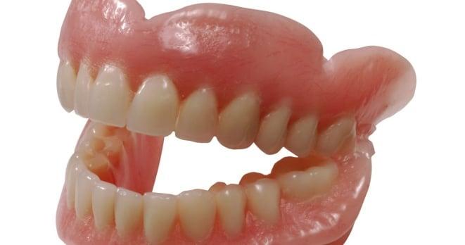 пластиковые зубные протезы