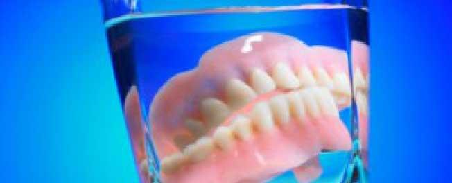 как чистить протезы зубные