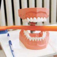 3 способа эффективной очистки зубных протезов в домашних условиях