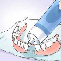 7 лучших кремов для фиксации зубных протезов