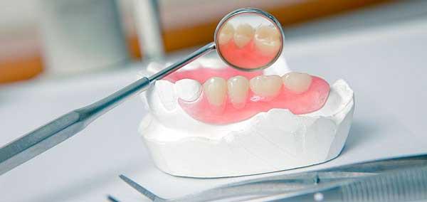 натертости от зубных протезов