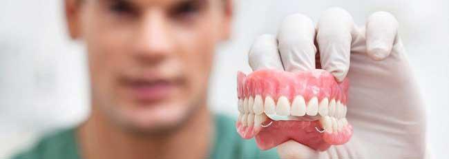 нужно ли снимать на ночь зубные протезы