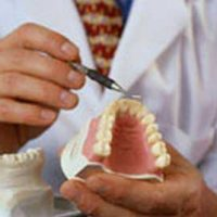 Средства для склеивания зубных протезов в домашних условиях