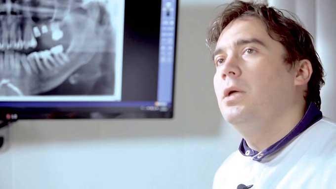 врач имплантолог