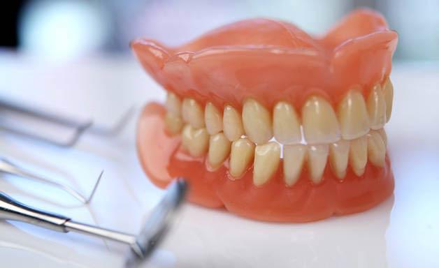 виды вставных челюстей
