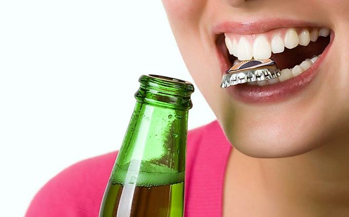 не открывайте пробки зубами